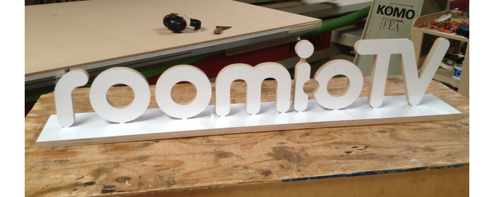 3d standing sign with base
